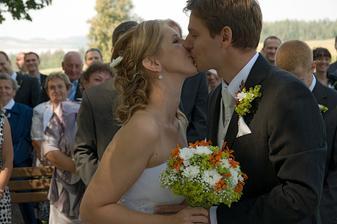 První novomanželský polibek a slaďoooučký :-D