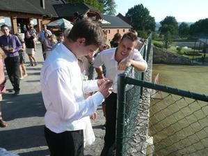 Dostali jsme úkol od kamarádů, na plotě visel zámek s číselným kódem na kterém byl klíček....