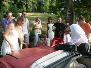 Kupodivu v kufru auta byl nalezen kufřík :-)