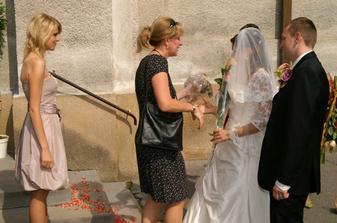 lupene na schodoch kostola