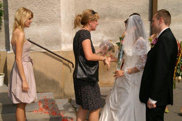 Mirka&Ivko - lupene na schodoch kostola