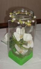 váza pri svadobnej knihe