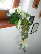 ikebana z rohu stola