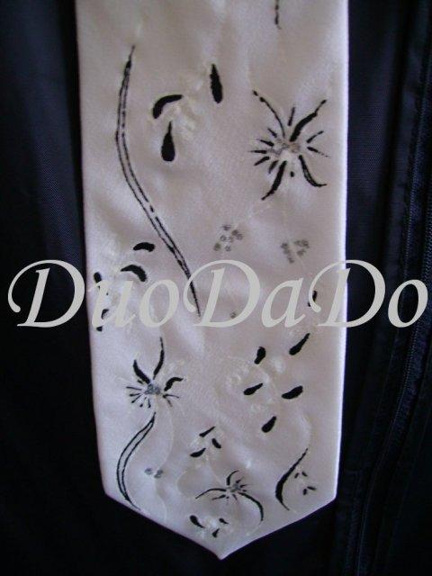 DuoDaDo - rucne malovana kravata podla svadobnych satov detial
