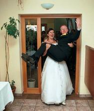 manžel: to sa mám keď ma žena nosí na rukách