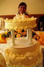 torta od manželovej tety. na dračku išlo prvé punčové poschodie