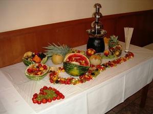 nadherne a veľmi chutne vyrezavane ovocie. prežilo 80km prevoz. vďaka Miňo a Evka