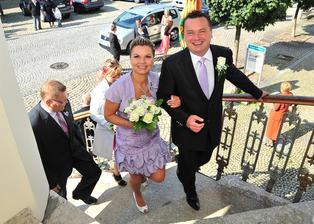 Stoupáme po schodech na radnici - vzhůru k výškám  a lepším zítřkům ...