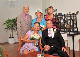 Společná fotečka s maminkou, tatínkem a sestrou nevěsty