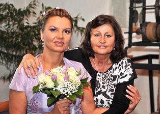 Fotečka s kolegyňkou Jiřinkou - patří jí veliké poděkování za všechny svatební přípravy ...