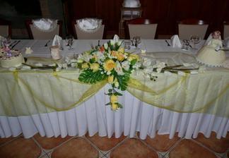 Náš stôl, ešte bez nás :)