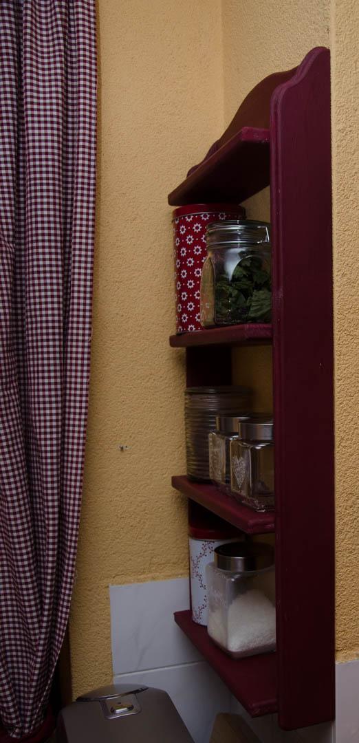 Drevo a veci okolo - Polička do kuchyne