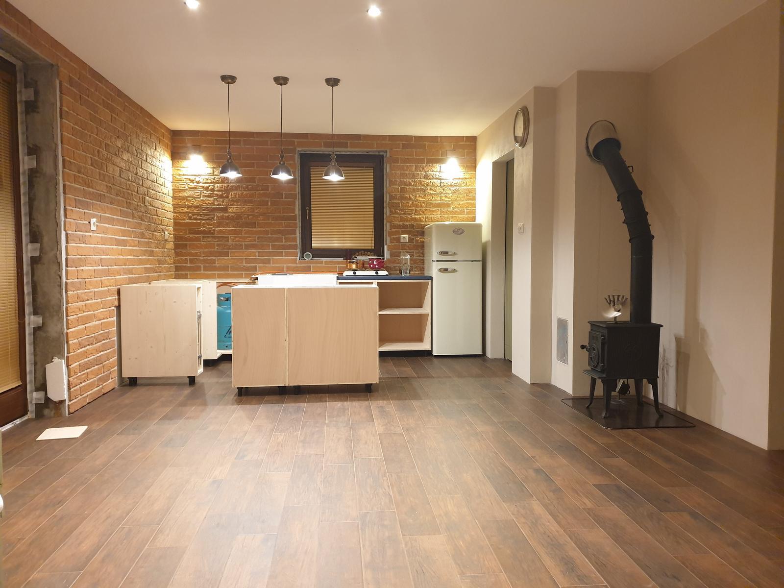 Kuchyňa svojpomocne - Pohľad z obyvackovej casti