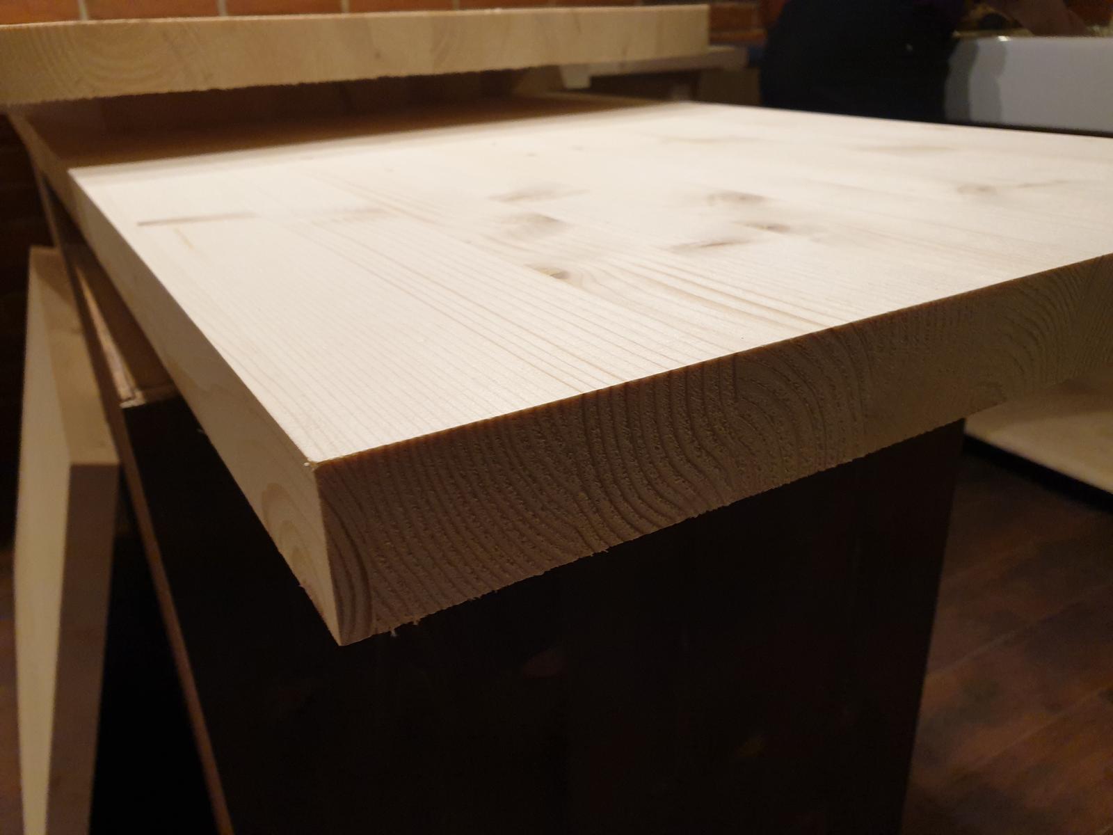 Kuchyňa svojpomocne - Došla pracovná doska. Skarovka smreková, hrúbka 40mm