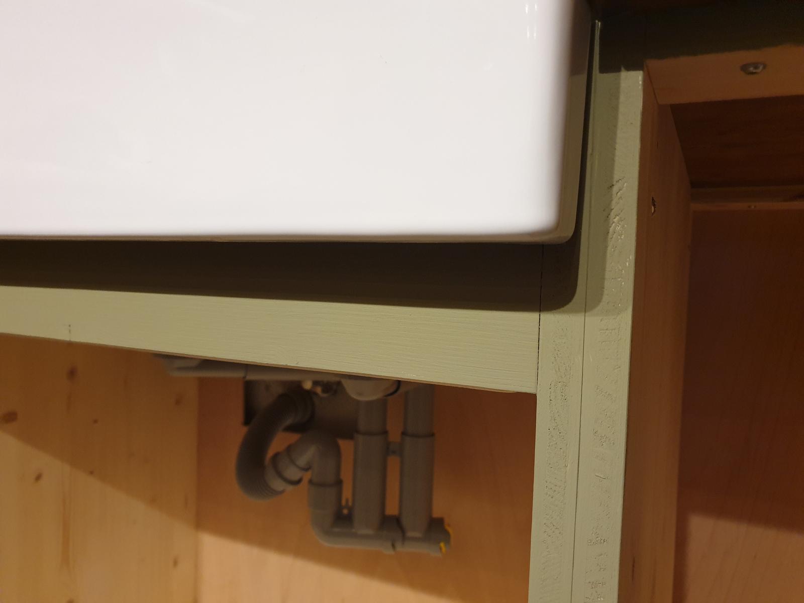 Kuchyňa svojpomocne - Dnes natreté čelá skriniek.