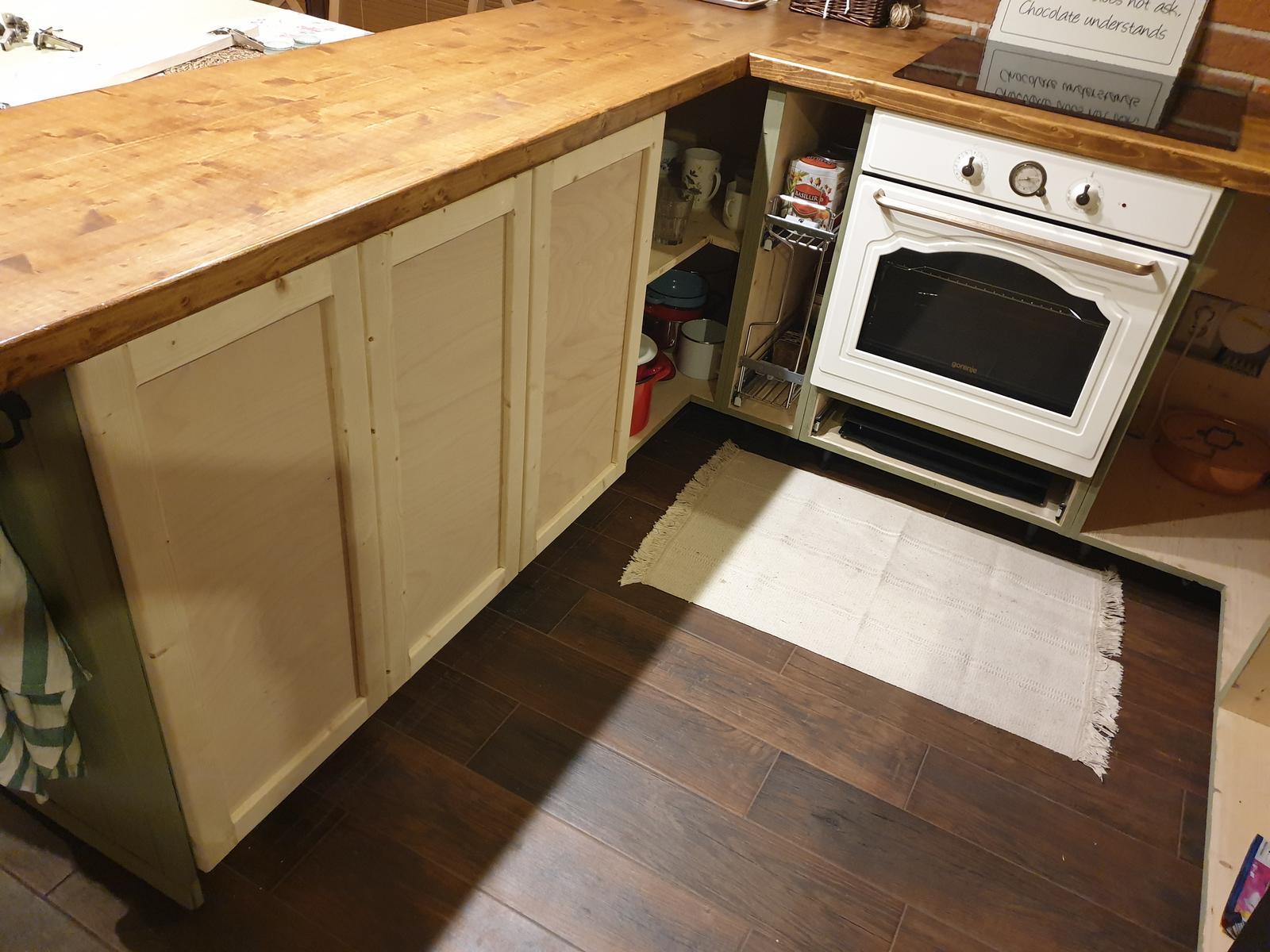 Kuchyňa svojpomocne - Ďalšie 3ks dvierka. Zajtra sa budú maľovať