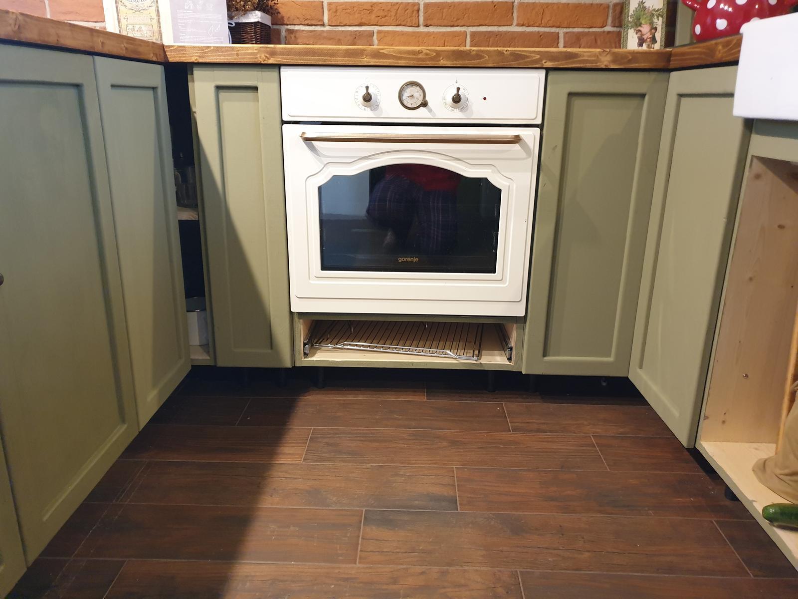 Kuchyňa svojpomocne - Včera som spravil ďalšie 3 dvierka. Jedny sú rohové (skladané)