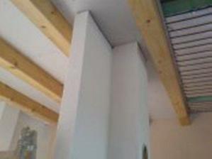 ...strop v obyvke a kuchyni