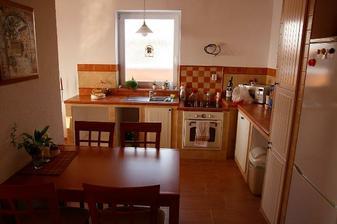 ...kuchyna, zatial takto, este to chce kopec drobnosti...