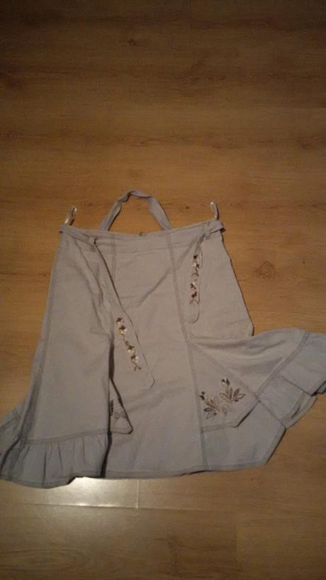 dámská sukně s výšivkami - Obrázek č. 1