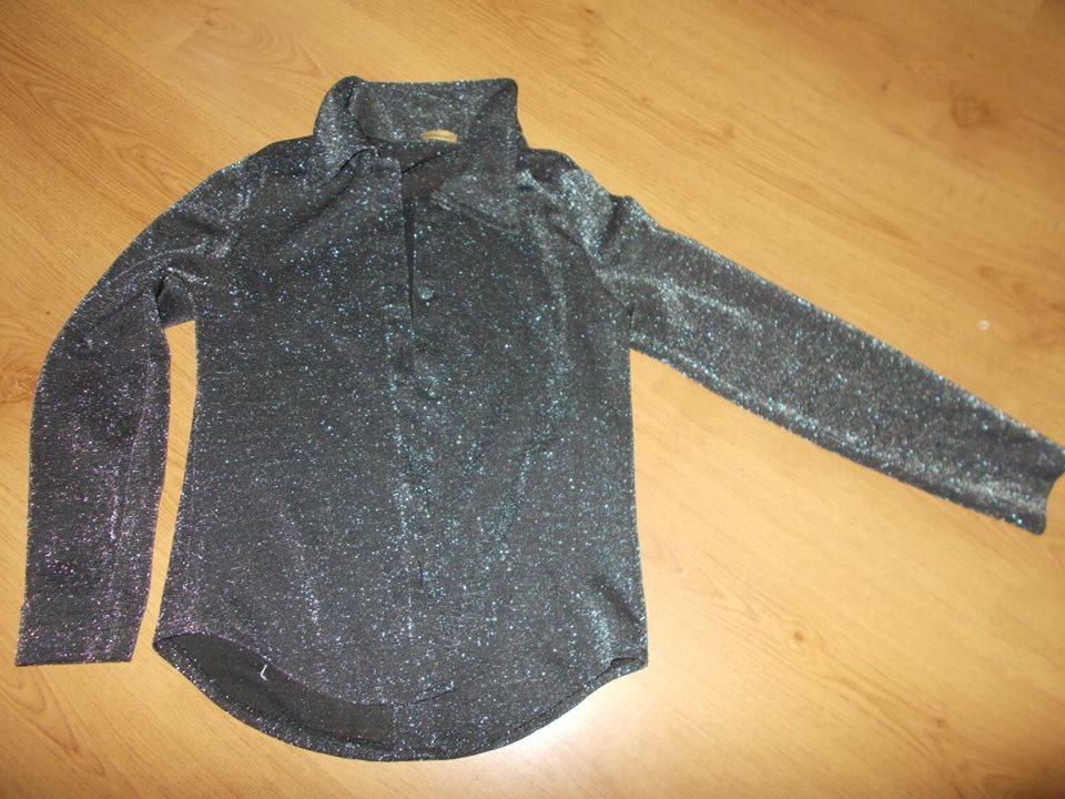černá halenka se stříbrnou nitkou - Obrázek č. 1