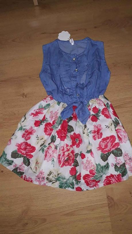 dívčí šaty, vel odpovídá 140 - Obrázek č. 1