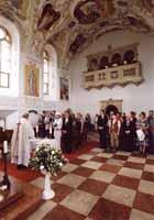 a se svatebnimi hosty