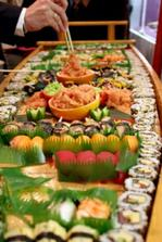 nase predstava o svatebnim jidle, bohuzel by sushi 99% svatebcanu nejedlo