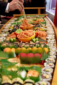 Katka a Juraj - nase predstava o svatebnim jidle, bohuzel by sushi 99% svatebcanu nejedlo