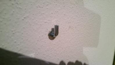 detail na zavesenie tehlova priečka