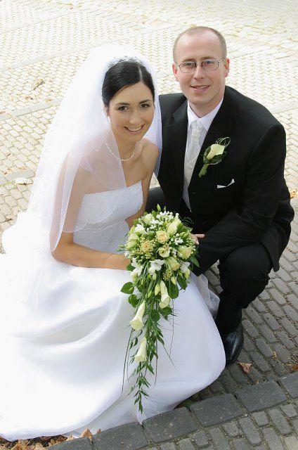 Fotky svatebních účesů a kytek pro inspiraci budoucím nevěstám - převislá