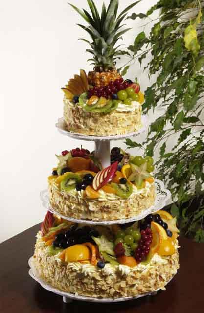 Svatební dorty - ovocny patrovy