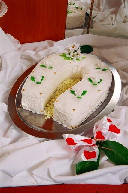Svatební dorty - svetla podkova
