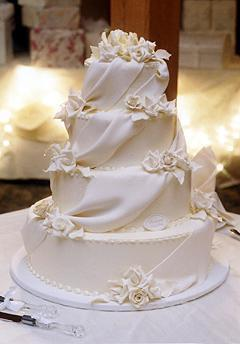 Takto nejako vyzerala svadobná torta