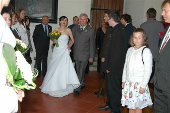 nevěsta nastupovala na svatební pochod od Michny,též známý jako Nebeští kavalérové