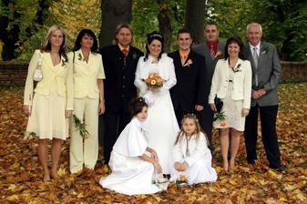 s rodiči, svědkama a družičkama