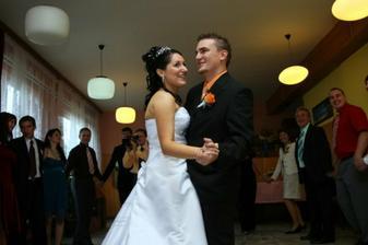 první novomanželský taneček...manžel se toho hrozně bál :-D