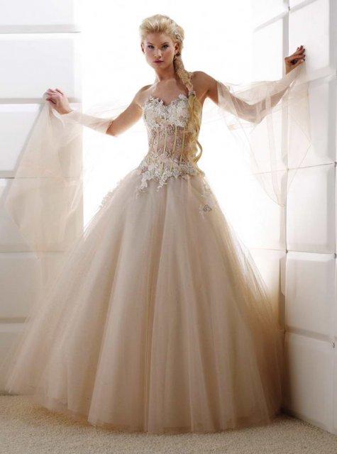 Vzdialená budúcnosť?:) - ...po takýchto šatách veľmi túžim:)