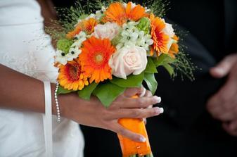 favoritka momentálně - jen růže budou šampaň a ža by místo malých kyti byly frézie?