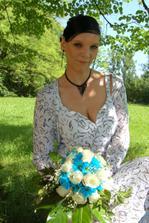 táto nevesta má tyrkysové chryzantémy (sory za kopírovanie)