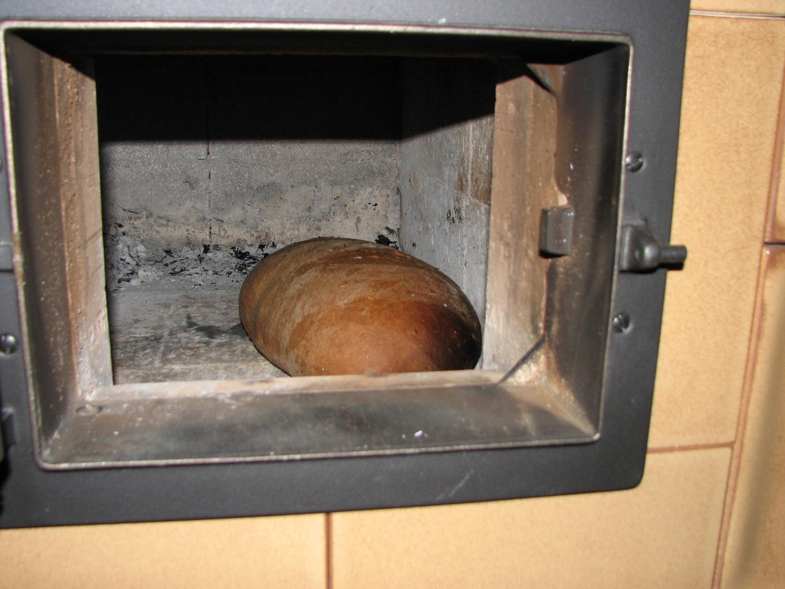 ekowarm - Chlebík upečený v našej kachľovej peci.