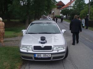 Ženicha auto.