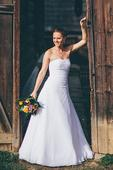 Svadobné šaty - jednoduché a veľmi pohodlné, 38