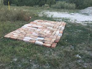 pripravená rustikálna podlaha pre stavebnú búdu :D