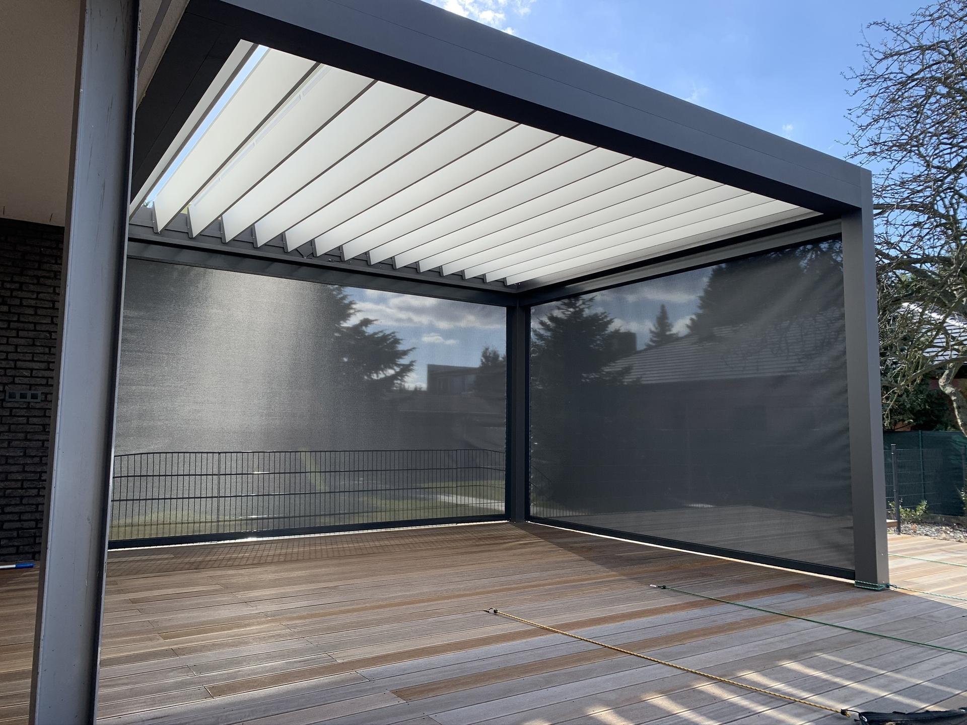 Hliníková lamelová pergola ESPACIO je vhodná na terasy, átriá alebo ako voľne stojací objekt do záhrady. Montuje sa samostatne alebo ako súčasť domu. - Obrázok č. 1