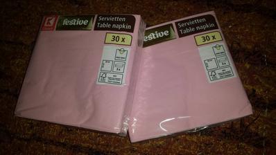 pribudli servítky k švédskym stolom :) Z Kaufu za pár centov :)