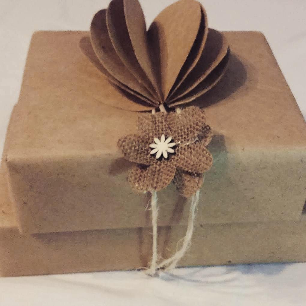 🎄🎁🍪Napečené, darčeky pobalené takto handmade...už len dovariť. Želám Vám dievčence krásne a pokojné Vianoce v kruhu najbližších 😘 #diywrappinggift #gingercookie #stastneavesele - Obrázok č. 1