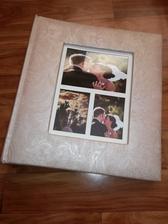 Kniha hosti a fotoalbum v jednom :) je uplne perfektna, presne podla nasich predstav ❤