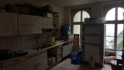 zo starej špinavej kuchyne bude spálňa so šatníkom a kúpelňou