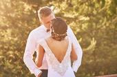 Svatební šaty se zdobeným výstřihem na zádech, 34
